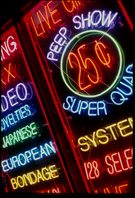 Foto: Neonreclame - NEON SIGN OUTSIDE SEX SHOP IN TIMES SQUARE. Location: NEW YORK, AMERICA