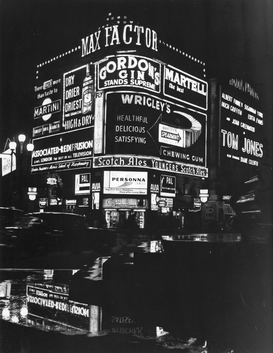 Neon sign pictures ad esempio come immagine su tela o a muro dietro vetro acrilico: Piccadilly Circus at night, London, c1960s.