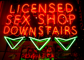 Neon sign pictures ad esempio come immagine su tela o a muro dietro vetro acrilico: Sex shop sign in London's Soho