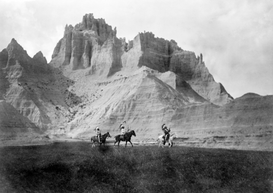 Indianer Bilder z.B als Leinwandbild oder Wandbild hinter Acrylglas: Entering the Badlands, Three Sioux Indians on horseback, photograph by Edward S. Curtis, 1905