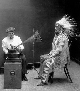Indianer Bilder z.B als Leinwandbild oder Wandbild hinter Acrylglas: Native American having his voice recorded. Original caption reads: ''Piegan Indian, Mountain Chief, having his voice recorded by ethnologist Frances Densmore'', 1916.