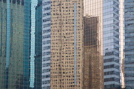 Foto: Skylines & wolkenkrabbers - Reflection of a row of high-rise buildings