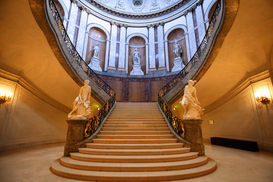 Interieur Foto's bijv. als canvasfoto of wandfoto achter acrylglas: The stairs inside the Bode museum in Berlin