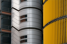 Architectuur Foto's bijv. als canvasfoto of wandfoto achter acrylglas: Silver, gold and black skyscraper
