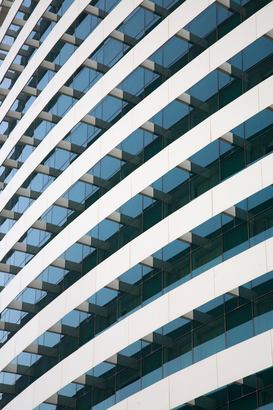 Skylines & wolkenkrabbers Foto's bijv. als canvasfoto of wandfoto achter acrylglas: Parallel curved balconies on the front of a hotel