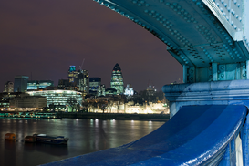 Architektur Bilder z.B als Leinwandbild oder Wandbild hinter Acrylglas: View from tower bridge