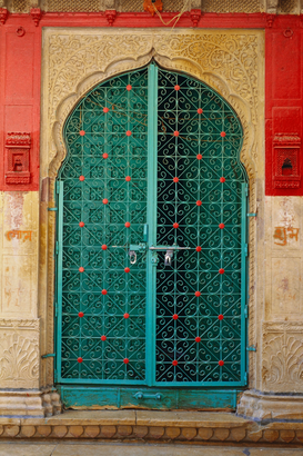 Architektur Bilder z.B als Leinwandbild oder Wandbild hinter Acrylglas: HMA-66345 : Door made of iron ; Jaisalmer ; Rajasthan ; India