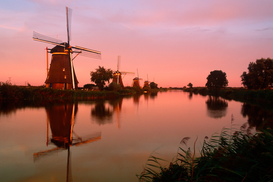 Windmühlen Bilder z.B als Leinwandbild oder Wandbild hinter Acrylglas: Netherlands, Holland, Kinderdyck - windmills line canals at dawn