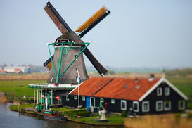Molinos de viento Imágenes p.ej., como imagen en lienzo o para la pared en metacrilato: Picturesque windmill in Zaanse Schans, The Netherlands