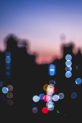 EyeEm Abstract Foto's bijv. als canvasfoto of wandfoto achter acrylglas: Bokeh colors of a street at night