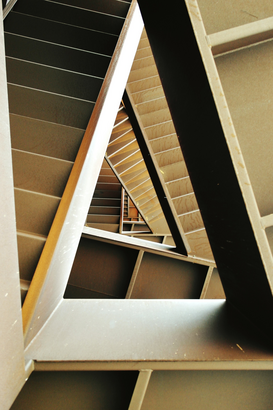 EyeEm Immagini p.ej., como imagen en lienzo o para la pared en metacrilato: Directly Above View Of Staircase In Building
