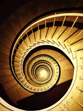 Affiches Eyeem architecture pour les toiles ou images murales sous acrylique par exemple High Angle View Of Spiral Staircase In Building