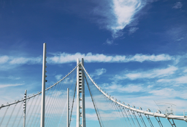 EyemEm Architectuur Foto's bijv. als canvasfoto of wandfoto achter acrylglas: Low Angle View Of Bay Bridge With Steel Cables Against Sky