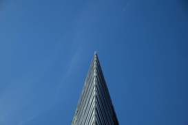 Foto: Architectuur - Low Angle View Of Modern Building Against Blue Sky