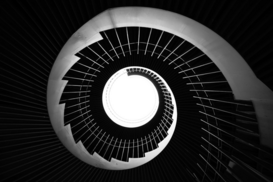 Bestseller foto's bijv. als canvasfoto of wandfoto achter acrylglas: Low Angle View Of Spiral Staircase In Building