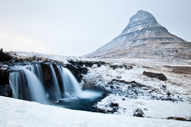 Affiches Eyeem pour les toiles ou images murales sous acrylique par exemple Scenic View Of Kirkjufell During Winter