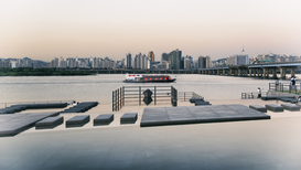 EyeEm Foto's bijv. als canvasfoto of wandfoto achter acrylglas: Boat In Han River By Cityscape Against Clear Sky