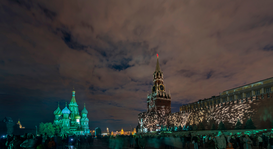 EyeEm Bilder z.B als Leinwandbild oder Wandbild hinter Acrylglas: Crowd Walking At Red Square During Night