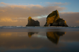 Reis om de wereld Foto's bijv. als canvasfoto of wandfoto achter acrylglas: Sea stacks, Wharariki Beach, New Zealand