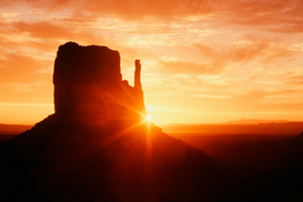 Imágenes soleadas p.ej., como imagen en lienzo o para la pared en metacrilato: Sunrise, Monument Valley Navajo Tribal Park, Arizona, USA