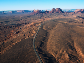 USA & Kanada Bilder z.B als Leinwandbild oder Wandbild hinter Acrylglas: Rural Road Through Monument Valley