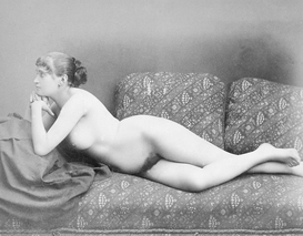 Nude, erotic & pin-up pictures Wall Art as Canvas, Acrylic or Metal Print Liegender weiblicher Akt / Foto um 1885