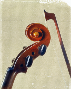 Musik Bilder z.B als Leinwandbild oder Wandbild hinter Acrylglas: Violin and bow, close-up