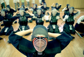 Athletik & Bewegung Bilder z.B als Leinwandbild oder Wandbild hinter Acrylglas: High school students in a kendo class, Japan.