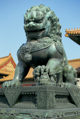Azië Foto's bijv. als canvasfoto of wandfoto achter acrylglas: BRONZE LION BESIDE GATE OF SUPREME HARMONY IN FORBIDDEN CITY. Location: BEIJING, CHINA