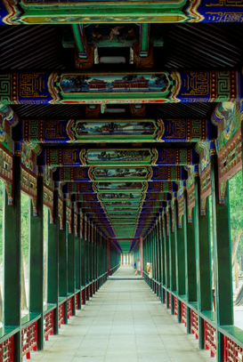 Bilder von Städten in Asien z.B als Leinwandbild oder Wandbild hinter Acrylglas: Covered walkway at the Summer Palace, Beijing, China