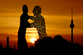 Bestselling Pictures Wall Art as Canvas, Acrylic or Metal Print Molecule Man