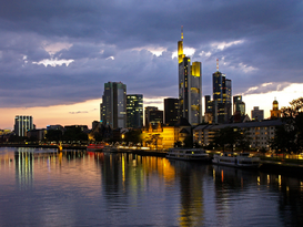 Affiches Allemagne pour les toiles ou images murales sous acrylique par exemple Germany Frankfurt downtown Skyline at sunset banking area commerzbank refelctions on the river main