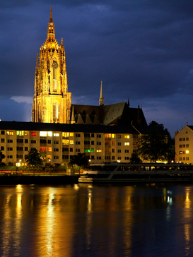 Affiches Allemagne pour les toiles ou images murales sous acrylique par exemple View of the Frankfurter Dom cathedral in Frankfurt Germany looking across the River Main at night