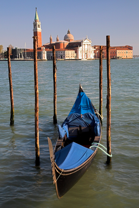 Jaargetijden Foto's bijv. als canvasfoto of wandfoto achter acrylglas: A gondola with San Giorgio Maggiore in the background, Venice, Italy