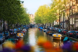 Europa Imágenes p.ej., como imagen en lienzo o para la pared en metacrilato: Beautiful canal in Amsterdam, The Netherlands, Taken with tilt and shift lens,