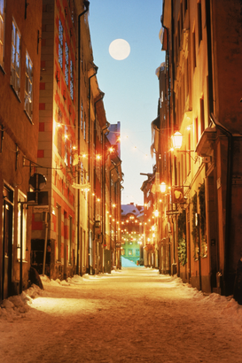Europa Foto's bijv. als canvasfoto of wandfoto achter acrylglas: sweden, stockholm. cobblestone street of old town at night with antique shops