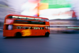 Londres Imágenes p.ej., como imagen en lienzo o para la pared en metacrilato: Blurred motion of double-decker bus, Piccadilly Circus, London, England