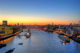 London Bilder z.B als Leinwandbild oder Wandbild hinter Acrylglas: River Thames at dusk, London, England