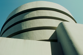 Città Immagini ad esempio come immagine su tela o a muro dietro vetro acrilico: The exterior of the Guggenheim Museum designed by Frank Lloyd Wright, New York City, New York, USA.