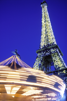 Parijs Foto's bijv. als canvasfoto of wandfoto achter acrylglas: france, paris, the eiffel tower illuminated at night with a carousel spinning