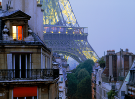 Parijs Foto's bijv. als canvasfoto of wandfoto achter acrylglas: Light in apartment with Eiffel Tower