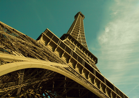 Parijs Foto's bijv. als canvasfoto of wandfoto achter acrylglas: Paris, France, Eiffel tower, low angle view