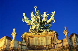 Parijs Foto's bijv. als canvasfoto of wandfoto achter acrylglas: Statue on top of Grand Palace, Paris, France