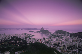 Reis om de wereld Foto's bijv. als canvasfoto of wandfoto achter acrylglas: brazil, sugar loaf and rio de janeiro viewed at dusk from mount corcovado