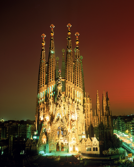 Foto: Europa - Sagrada Familia Church of the Holy Family at night in Barcelona Spain