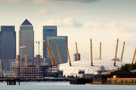 Foto: Londen - Canary wharf and millennium dome