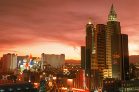 Foto: New York - new york new york and excalibur hotels on the strip in las vegas at sunset