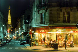 Foto: Parijs - Cafe bar at night