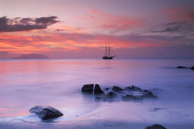 Zeevaart Foto's bijv. als canvasfoto of wandfoto achter acrylglas: seychelles, old old masted ship anchored