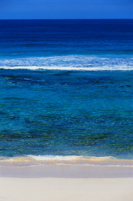 Aan zee Foto's bijv. als canvasfoto of wandfoto achter acrylglas: Beach and the Blue Ocean